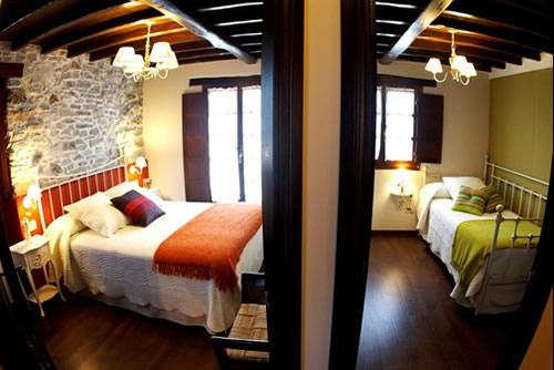 Casa Trasgu dormitorios 1 y 2.